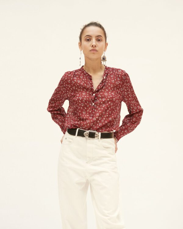 Rotes Hemd weiße Hose, Sommerlook