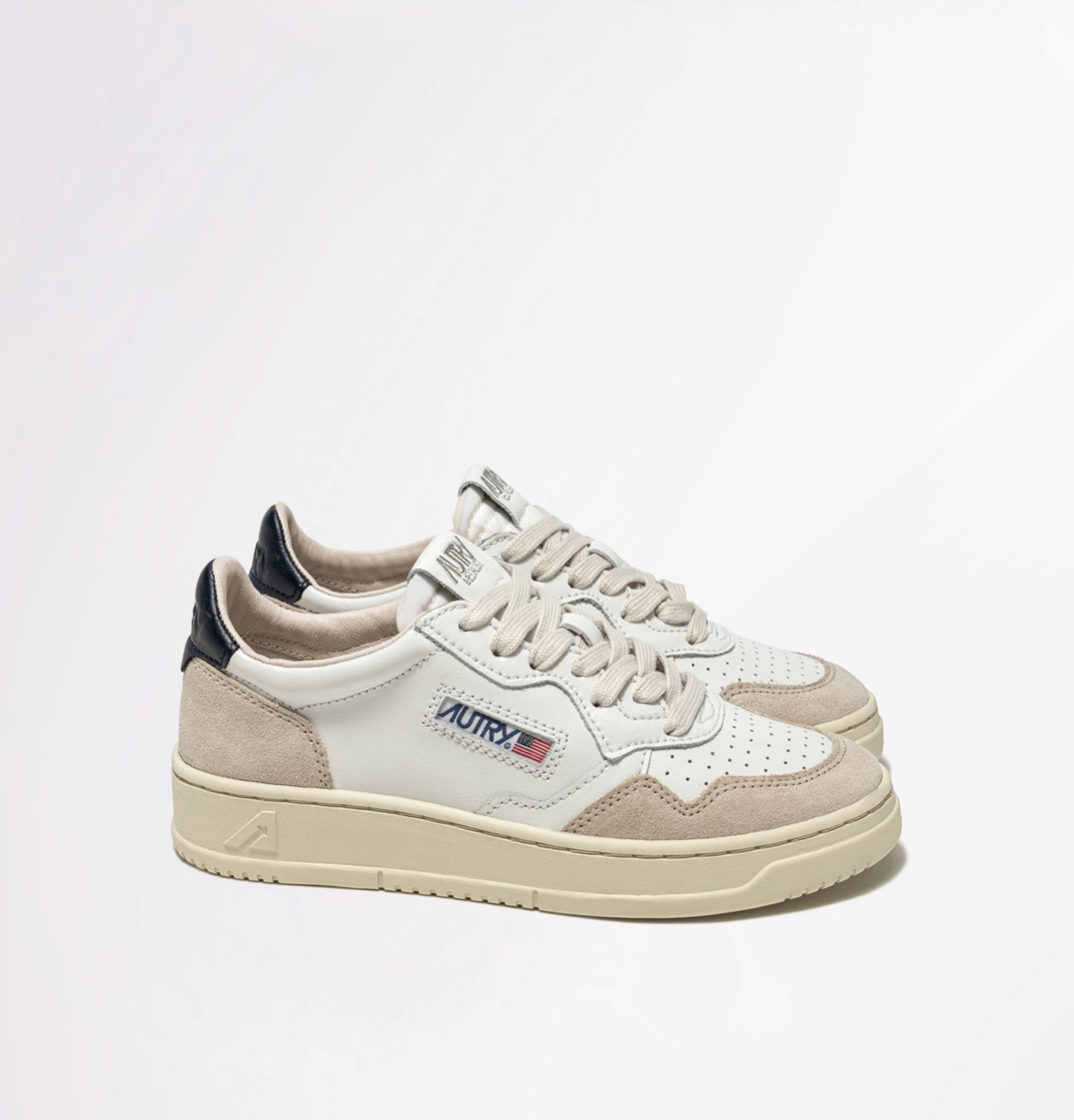 AUTRY MEDALIST LOW SNEAKERS IN LEATHER AND SUEDE COLOR WHITE BLUE